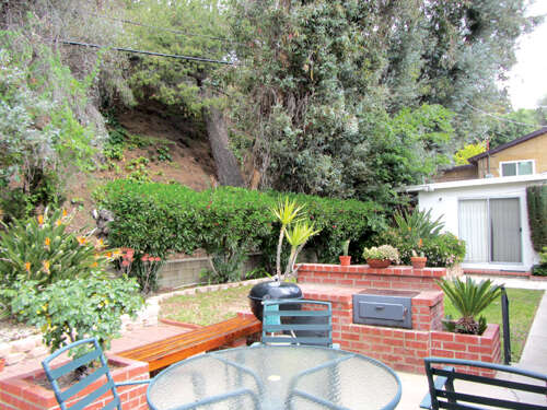 Single Family for Sale at 10766 Samoa Avenue Tujunga, California 91042 United States