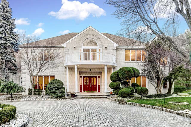 Single Family for Sale at 6 Richards Way Holmdel, New Jersey 07733 United States