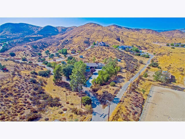 Single Family for Sale at 11117 Lewis Hill Drive Agua Dulce, California 91390 United States