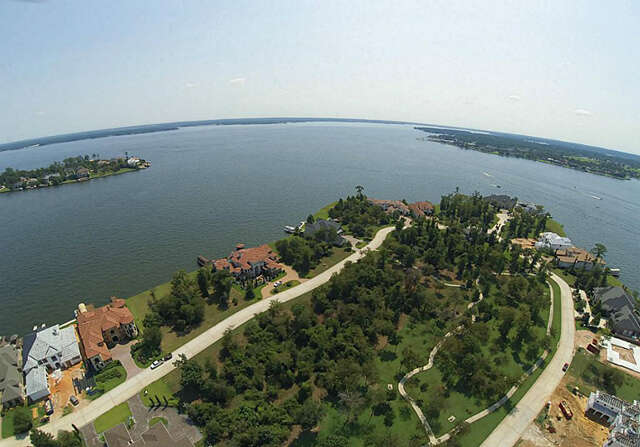 Investment for Sale at 83 Benthaven Montgomery, Texas 77356 United States