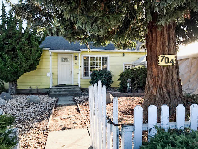 Single Family for Sale at 704 6th Ave Redwood City, California 94063 United States