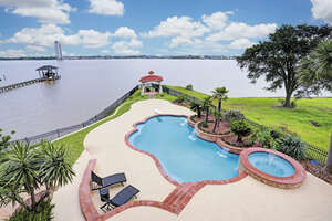Featured Property in Kemah, TX 77565