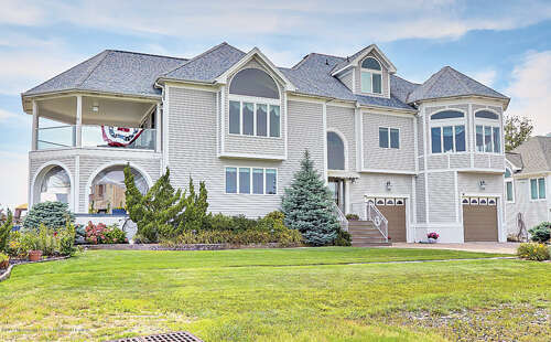 Single Family for Sale at 3 Cove Road Toms River, New Jersey 08753 United States