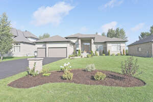 Featured Property in Manotick, ON K4M 0E8