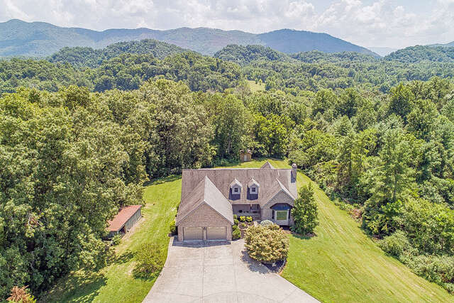Single Family for Sale at 976 Country Lane Walland, Tennessee 37886 United States
