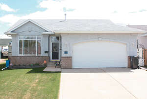 Featured Property in Sylvan Lake, AB T4S 1X3