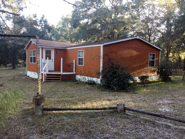 Featured Property in TRENTON, FL, 32693