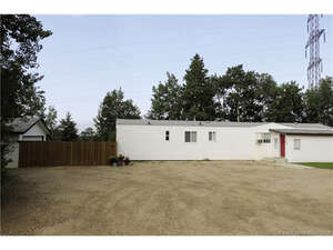 Featured Property in Lacombe, AB T4L 2N4