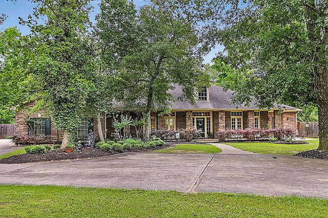 Single Family for Sale at 23302 Holly Hollow Street Tomball, Texas 77377 United States