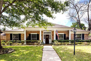 Featured Property in Nassau Bay, TX 77058