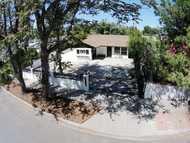 Single Family for Sale at 22553 Clarendon St. Woodland Hills, California 91367 United States