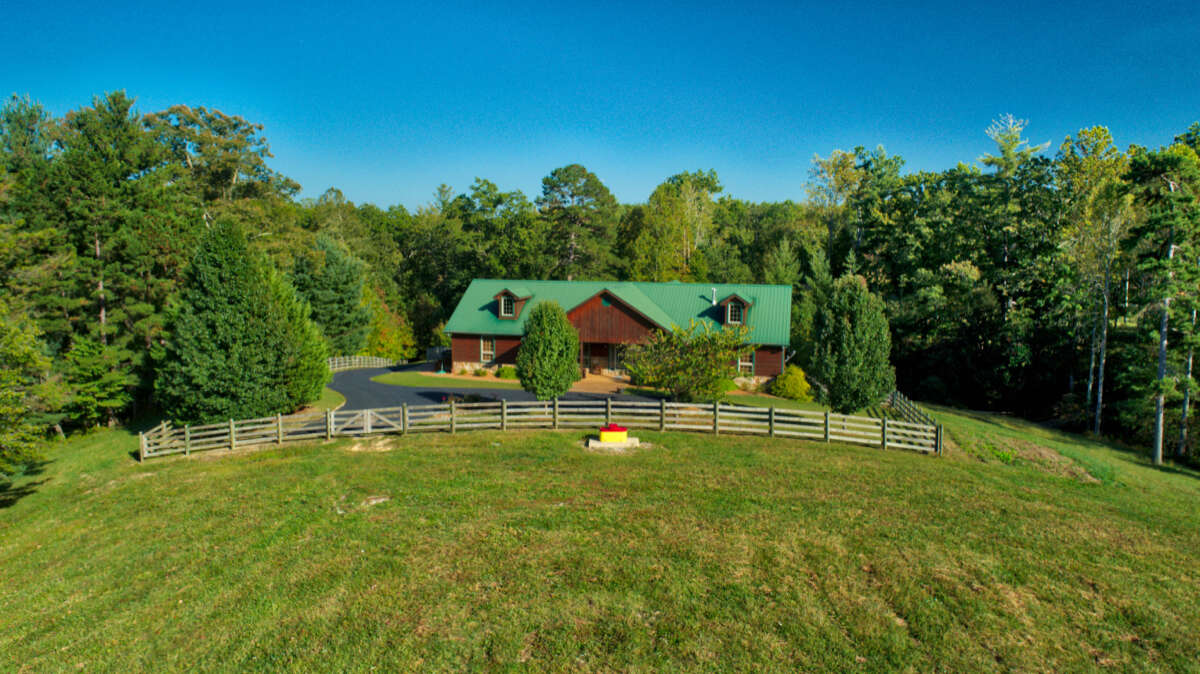 Single Family for Sale at 114 Bearpen Rd Jamestown, Tennessee 38556 United States