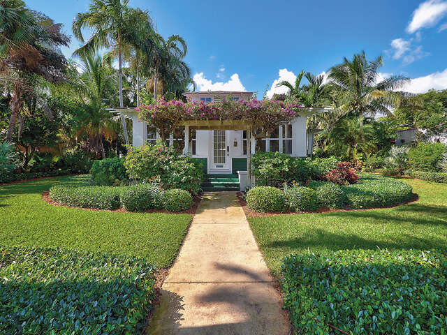 Single Family for Sale at 125 N Lakeside Drive Lake Worth, Florida 33460 United States