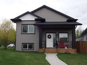 Featured Property in Sylvan Lake, AB T4S 1Z1
