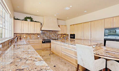 Additional photo for property listing at 12420 Macdonald Dr  Ojai, California 93023 United States