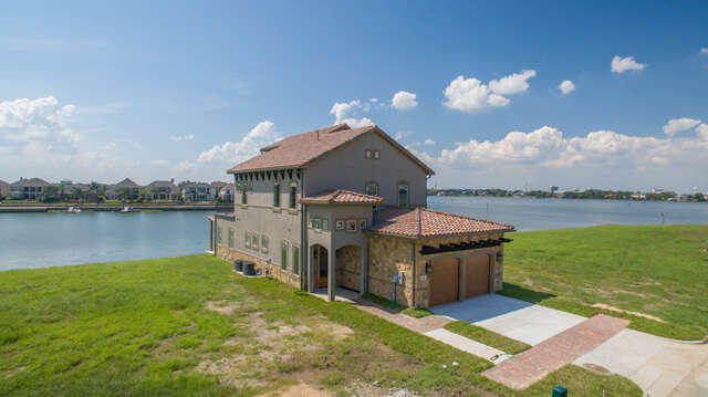 Single Family for Sale at 2510 Beacon Circle League City, Texas 77573 United States