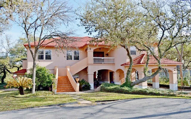Single Family for Sale at 327 Elm Lodge Dr Kingsland, Texas 78639 United States