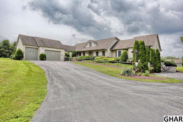 Single Family for Sale at 12 Simmons Rd Mechanicsburg, Pennsylvania 17055 United States