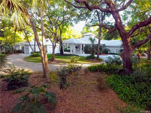 Featured Property in Inglis, FL 34449