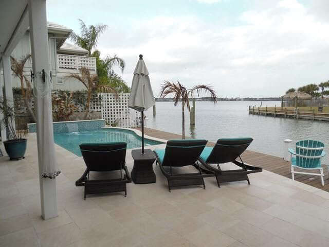 Single Family for Sale at 7 Edgewater Rockport, Texas 78382 United States