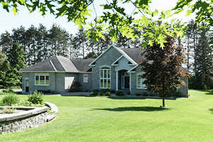 Featured Property in Dunrobin, ON K0A 1T0