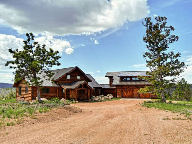 Single Family for Sale at 376 Deer Crossing Road Wyoming Tie Siding, Wyoming 82084 United States
