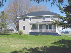 Featured Property in Crysler, ON K0A 1R0