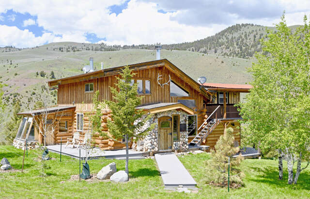 Single Family for Sale at 342 Rock Creek Rd Emigrant, Montana 59027 United States