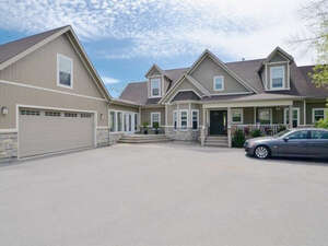 Featured Property in Luskville, QC