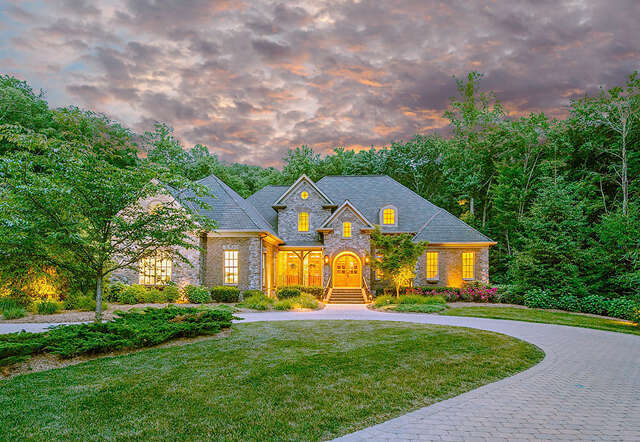 Single Family for Sale at 11 Saint Nicholas Way Signal Mountain, Tennessee 37377 United States