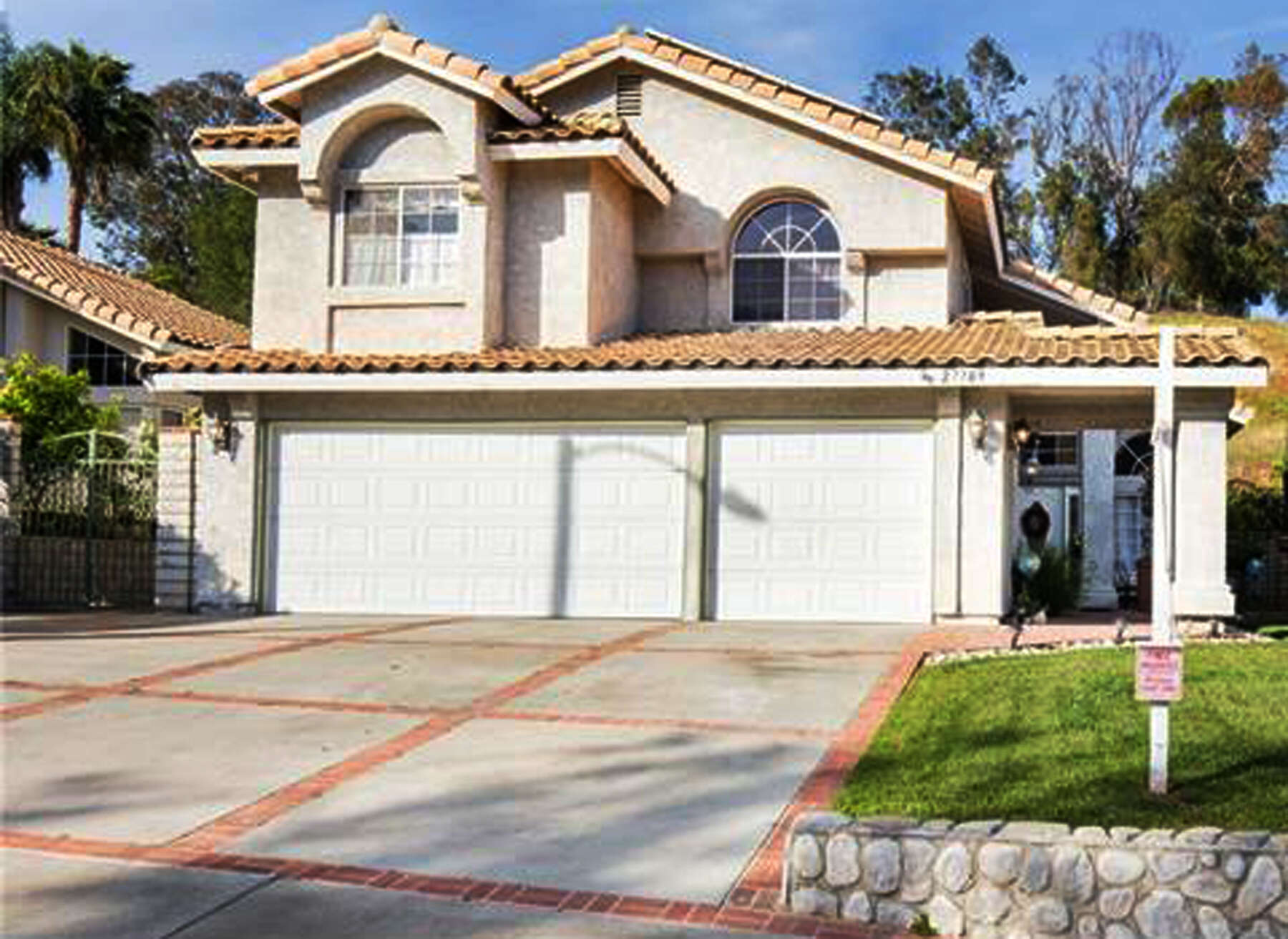 Single Family for Sale at 27709 Firebrand Dr Castaic, California 91384 United States
