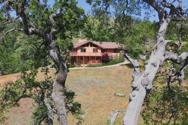 Single Family for Sale at 24741 Deertrail Drive Tehachapi, California 93561 United States