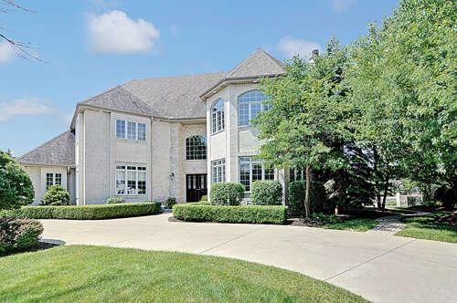 Single Family for Sale at 4 Seneca Ct Burr Ridge, Illinois 60527 United States