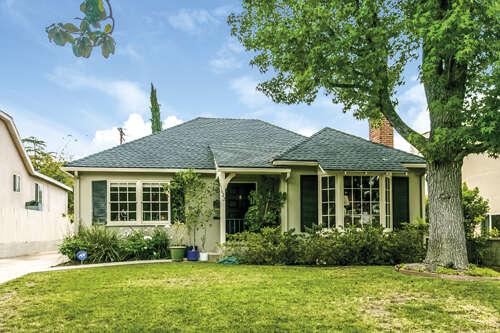 Single Family for Sale at 1622 Ben Lomond Dr Glendale, California 91202 United States