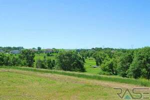 Land for Sale, ListingId:49463417, location: 1012 S Torrey Pine Ln Sioux Falls 57110