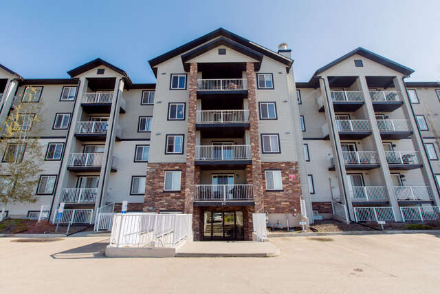 Featured Property in SHERWOOD PARK, AB, T8H 0C3