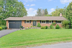 Featured Property in Dundas, ON L9H 5C5