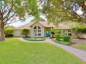 Featured Property in Meadowlakes, TX 78654