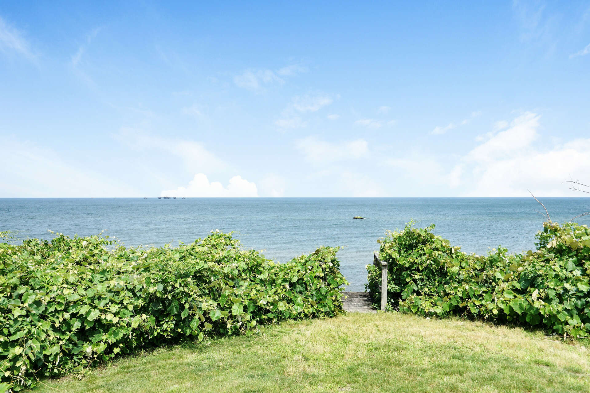 Single Family for Sale at 756 Sound Shore Rd Jamesport, New York 11947 United States