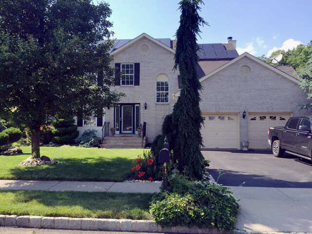 Featured Property in HOWELL, NJ, 07731