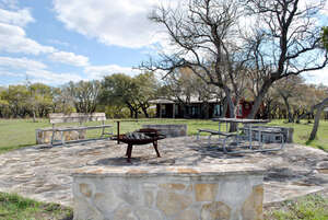 Featured Property in Fredericksburg, TX 78624