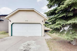 Featured Property in Calgary, AB T3K 4C2