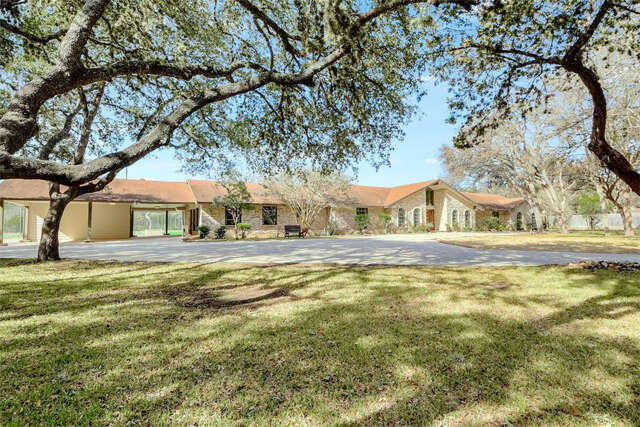 Single Family for Sale at 200 Village Circle San Antonio, Texas 78232 United States