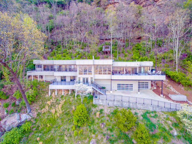 Single Family for Sale at 1209 Lower Brow Rd Signal Mountain, Tennessee 37377 United States