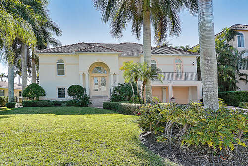 Single Family for Sale at 450 Cleveland Drive Sarasota, Florida 34236 United States