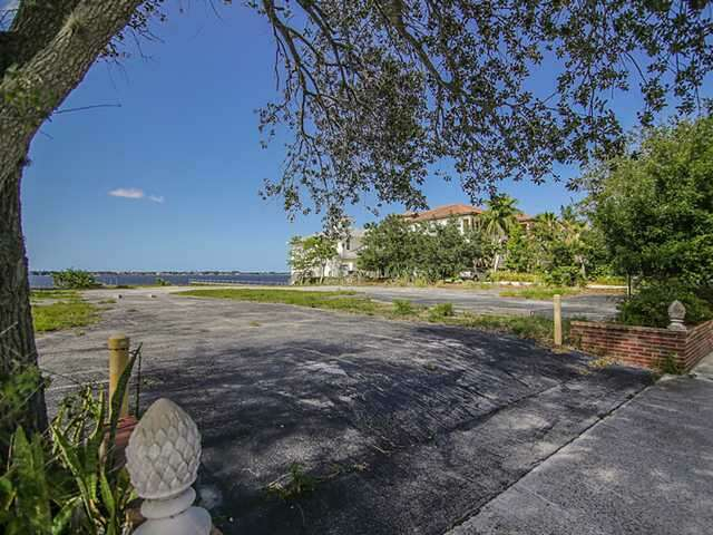 Investment for Sale at 315 SE Osceola Street Stuart, Florida 34994 United States