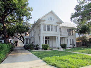 Featured Property in San Antonio, TX 78215