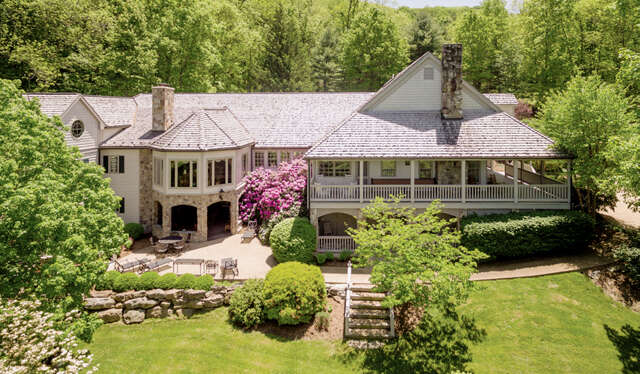 Single Family for Sale at 229 Woodside Lane Warm Springs, Virginia 24484 United States