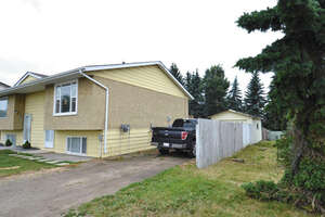Featured Property in Sylvan Lake, AB T4S 1J9