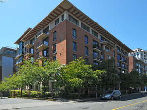 Featured Property in Victoria, BC V8V 5B2